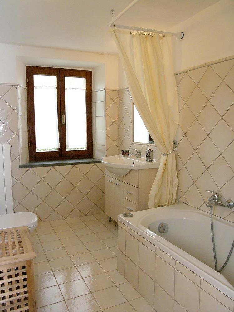 2nd floor bathrom